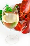 Glas weißer Wein mit Hummer Stockbild