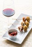 Glas Wein mit Lebensmittel Stockbild