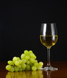 Glas wijn en druiven royalty-vrije stock foto's