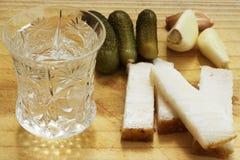 Glas Wodka auf einer Tabelle, Landhausstil Lizenzfreies Stockbild