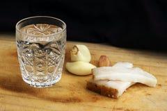 Glas Wodka auf einer Tabelle, Landhausstil Stockfoto