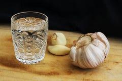 Glas Wodka auf einer Tabelle, Landhausstil Stockfotos