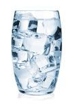 Glas zuiver water met ijs royalty-vrije stock foto