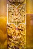 Glasad traditionell thailändsk konst för tegelplatta av kyrkan i tempel Fotografering för Bildbyråer