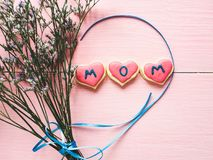 Glasade kakor med ordet MAMMA royaltyfri foto