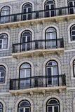 Glasade tegelplattafasad och balkonger Royaltyfria Bilder