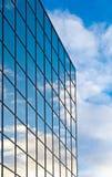 Glasbürohaus Stockfotos