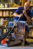 Glasbewerker in actie in Murano glassfactory 1 Royalty-vrije Stock Foto's