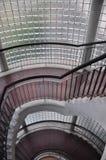 Glasblockwand mit Treppenhaus Stockfoto