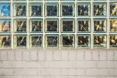 Glasblok en Baksteen Stock Fotografie