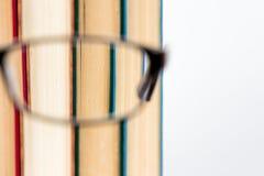 Glasbuch-Weißhintergrund Lizenzfreies Stockfoto