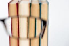 Glasbuch-Weißhintergrund Stockfoto
