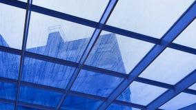 Glasdach unter dem Regen Stockbilder