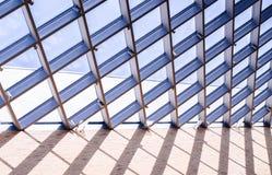 Glasdak van het venster, op de blauwe hemel Stock Fotografie