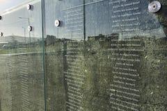 Glasdenkmal impressum des titanischen Museums stockbild