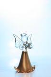 Glasengel in der blauen Leuchte Stockfoto