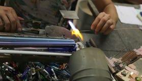 Glaser arbeitet mit heißer Flamme Lizenzfreie Stockbilder