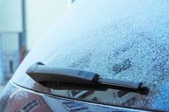 Glaserade bildetaljer snöar iskalla torkare för fönstret för vinterklimatet Arkivbild