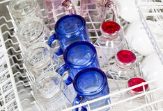 Glasföremål och disk inom av diskaren Fotografering för Bildbyråer