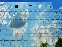 Glasfassade des modernen Bürogebäudes Lizenzfreie Stockfotos