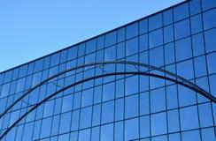 Glasfassade des modernen Bürogebäudes lizenzfreie stockfotografie