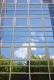 Glasfassade des modernen Bürogebäudes Lizenzfreies Stockfoto