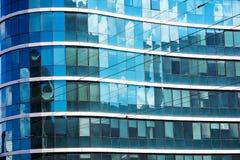 Glasfassade eines hohen Gebäudes Lizenzfreies Stockbild