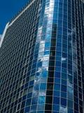 Glasfassade eines modernen Bürogebäudes in Frankfurt, Deutschland Stockbilder