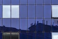 Glasfassade von Fenstern stockbild