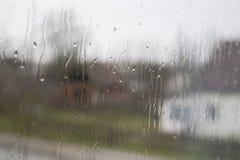 Glasfenster naß nach dem Regen Stockbild