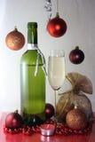 Glasflasche des weißen Weins Stockfotos