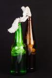 Glasflasche füllte mit Benzin, das so genannte Molotov-cocktai Stockfotografie