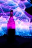 Glasflasche mit Funken und Lichtwellen Lizenzfreie Stockbilder