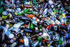 Glasflaschen bereit aufbereitet zu werden stockfoto
