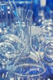 Glasflaschen und Reagenzgläser Stockfotos