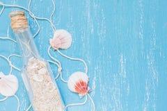 Glasflaska med sand Royaltyfria Bilder
