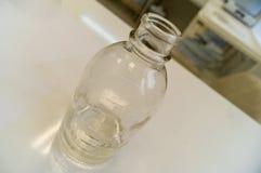 Glasflaska som anv?nds i medicin f?r att lagra flytande royaltyfri bild