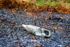Glasflaskor som bränns av branden Fotografering för Bildbyråer