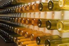 Glasflessen op een rij Stock Foto