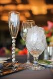 Glasföremål med is Arkivbild