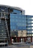 Glasgebäude des unerledigten Geschäfts Stockfotografie