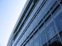 Glasgebäude-Fassade stockfotografie