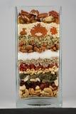 Glasgefäß voll nuts Beeren und gesundes Lebensmittel Lizenzfreie Stockbilder