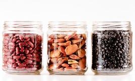 Glasgläser mit Bohnen Lizenzfreies Stockfoto