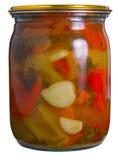 Glasglas mit konserviertem Gemüse Stockfotos