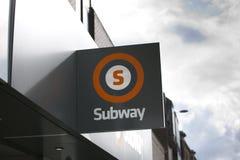 Glasgow, Esc?cia, o 7 de setembro de 2013, sinal de Glasgow Subway para o sistema de transporte subterr?neo na cidade imagens de stock royalty free