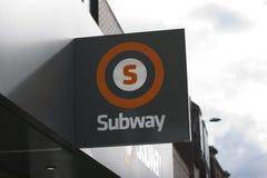 Glasgow, Esc?cia, o 7 de setembro de 2013, sinal de Glasgow Subway para o sistema de transporte subterr?neo na cidade fotos de stock royalty free