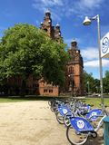 Glasgow Nextbikes uthyrnings- station Kelvingrove royaltyfria bilder