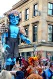 Grande uomo che cammina, festival mercantile della città, Glasgow Fotografie Stock