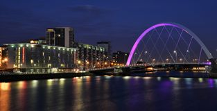 Glasgow-` s Ufergegend mit Glasgow Arc an der Dämmerung lizenzfreies stockbild